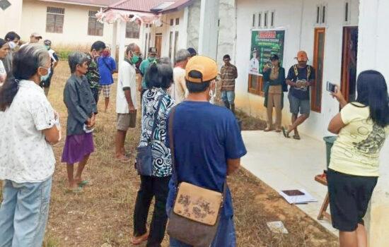Warga Tiga Dusun Segel Kantor Desa Benua Kencana